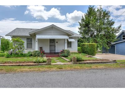 Photo for Cherry Upper - 2 BD/1 BA Main level of comfortable small home.