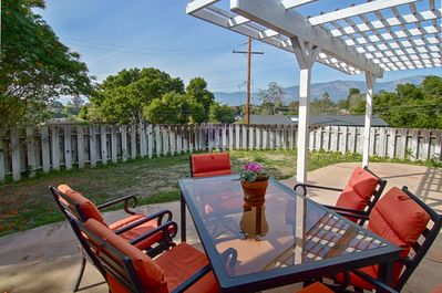 Gated yard with seating for six, mountain views