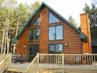 Romantic Upscale Cabin on Rustic Lake, A/C! 25 miles to Pic Rocks!