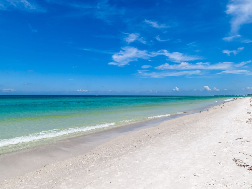 Hurry Extra Low Rates For Last Minute Getaway Beachfront