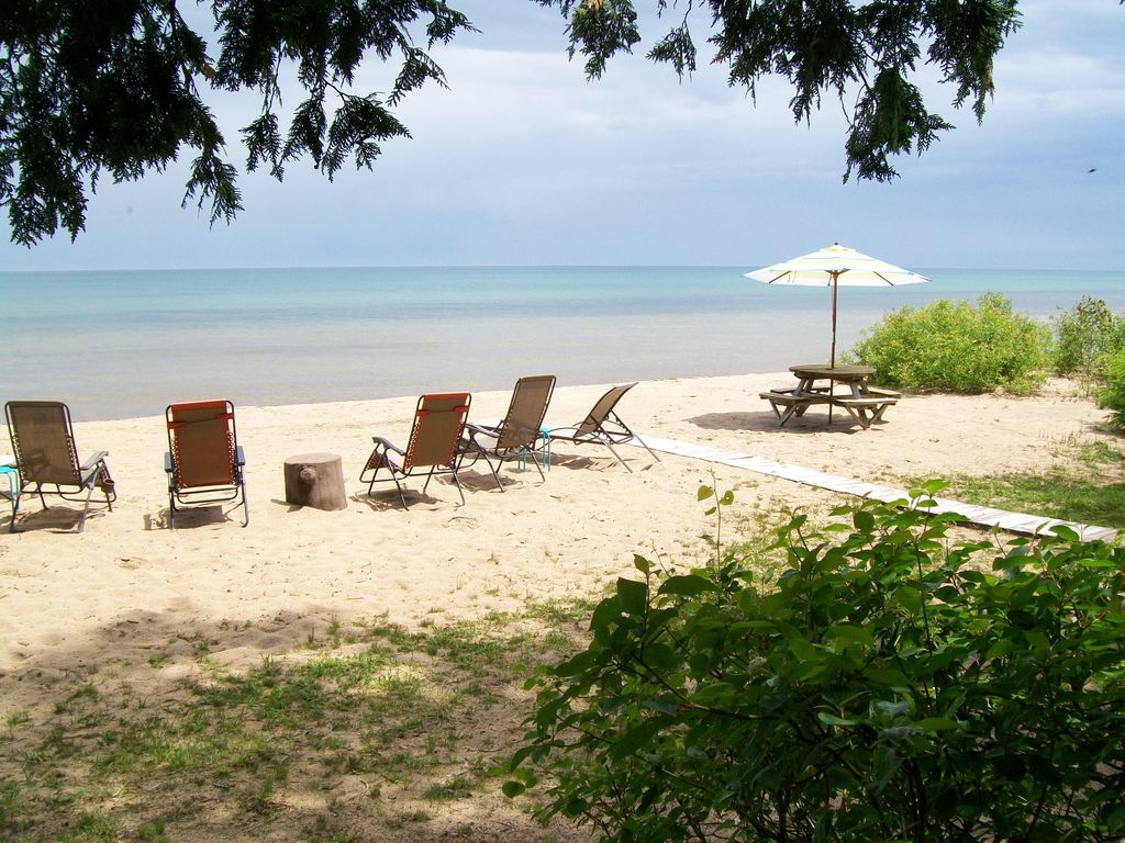 lake huron 39 s peaceful beach retreat vrbo. Black Bedroom Furniture Sets. Home Design Ideas