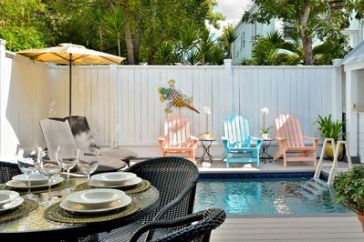 Outdoor dining and plenty of pool loungers.