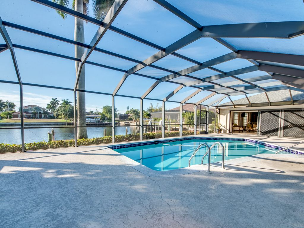 Villa Geanie ~ NEW 4000 sq Ft & Southern Exposure Pool~ 2 Minutes to River!