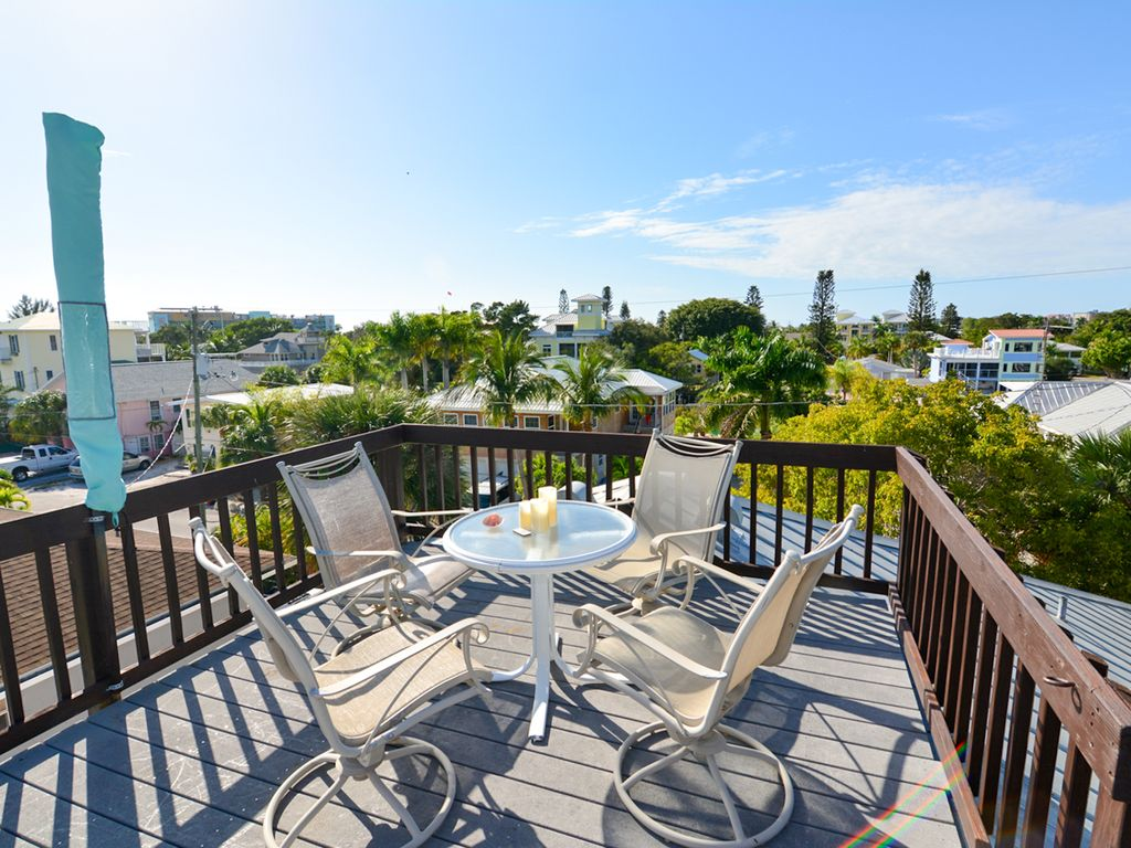 Rooftop Patio. WALK to everything you need.... - VRBO
