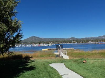 LAKEFRONT with  Pool & Hot Tub, Tennis! Close to Village and Marina Sleeps 7