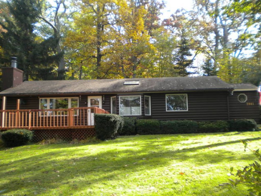 Year round lakeside rental near letchworth vrbo for Cabins near letchworth state park