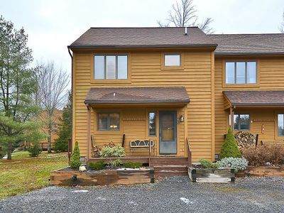 Photo for 3 bd end unit condo, Outdoor Pool/Complimentary Mirror Lake Access (open) Pet friendly! sleeps 8!