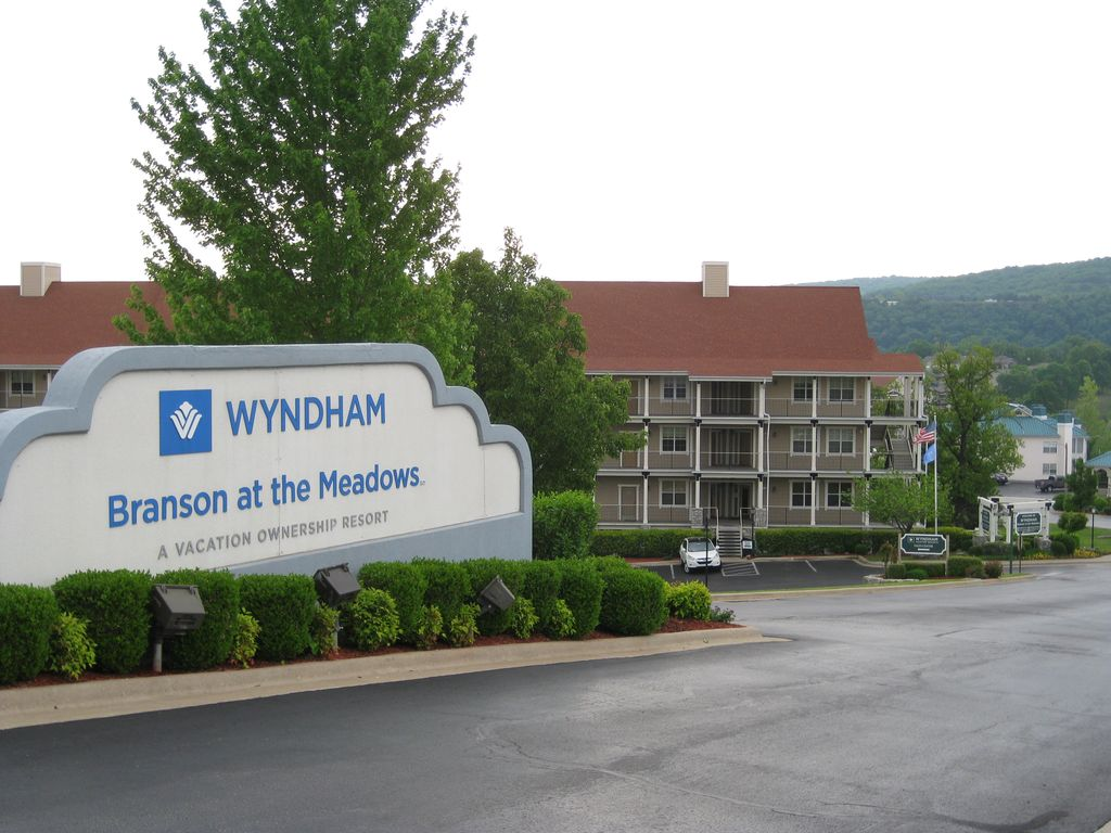 Wyndham branson at the meadows just 4 mil vrbo for Cabins at branson meadows