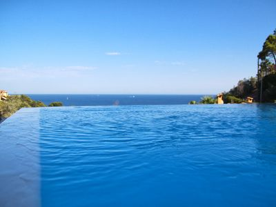 Photo for Close to Cannes, quiet, swimming pool with water horizon, unrestricted view of the sea