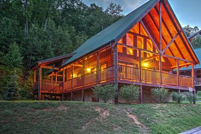 Solid Ground Lodge - Luxury Cabin  - Pigeon Forge