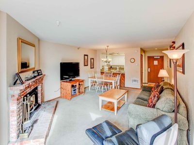 Photo for Mountain view condo w/ WiFi, Jacuzzi, BBQ- Close to Eagle Express