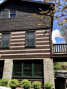 Photo for Near Boone, 3 levels, 4 bedrooms, wifi, hot tub, pool table, granite, sleeps 12