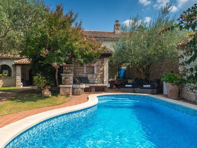 Photo for Charming villa with pool and enchanting garden