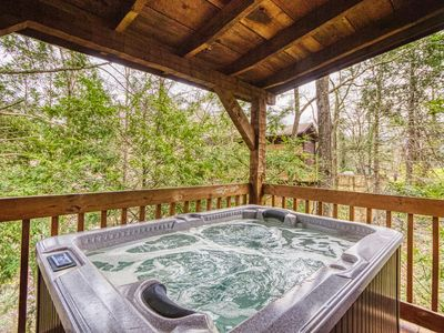 Photo for Romantic 1 Bedroom Gatlinburg  Cabin, less than 1 mile to Park and Downtown