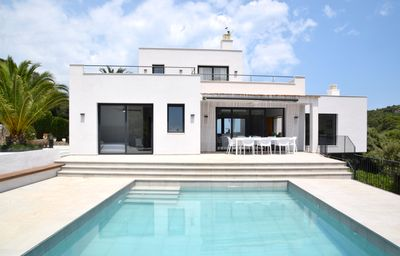 Photo for Modern Villa with Pool and Island Views