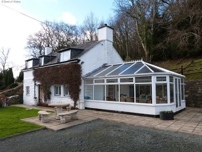 Photo for Detached, pet-friendly cottage with spectacular views and central to beaches.