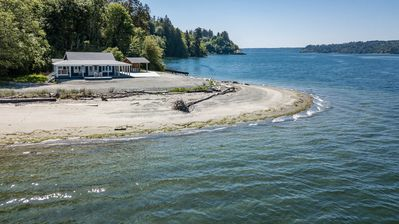 "Photo for ""Driftwood Island Retreat"" Spectacular View, Private Waterfront on James Point."