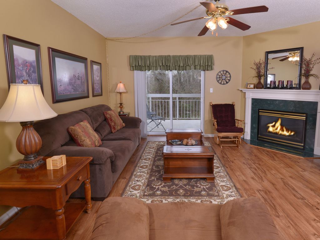 romantic couples getaway gas fireplace private balcony flat
