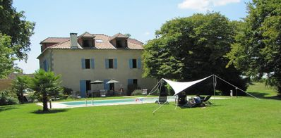 Coutet pool side