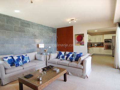 Photo for Villa in San Bartolomé de Tirajana with Air conditioning, Parking, Terrace, Garden (320330)