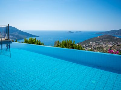 Photo for Secluded Three Bedroom Villa with Infitiy Pool and Spectacular Views