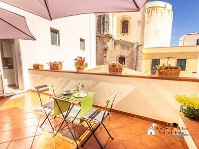 Photo for In the historic center, 700 meters from the sea, air conditioning, wifi, large and bright.