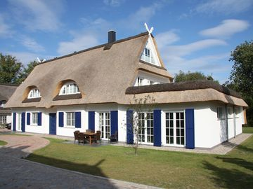 Luxury thatched roof villa with indoor pool, sauna, 3 minutes from beach - Savoir Vivre