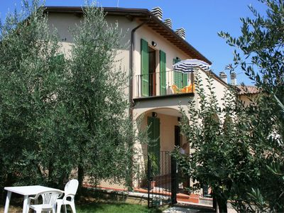 Photo for Lovely apartment for 6 guests with pool, A/C, TV, terrace and parking