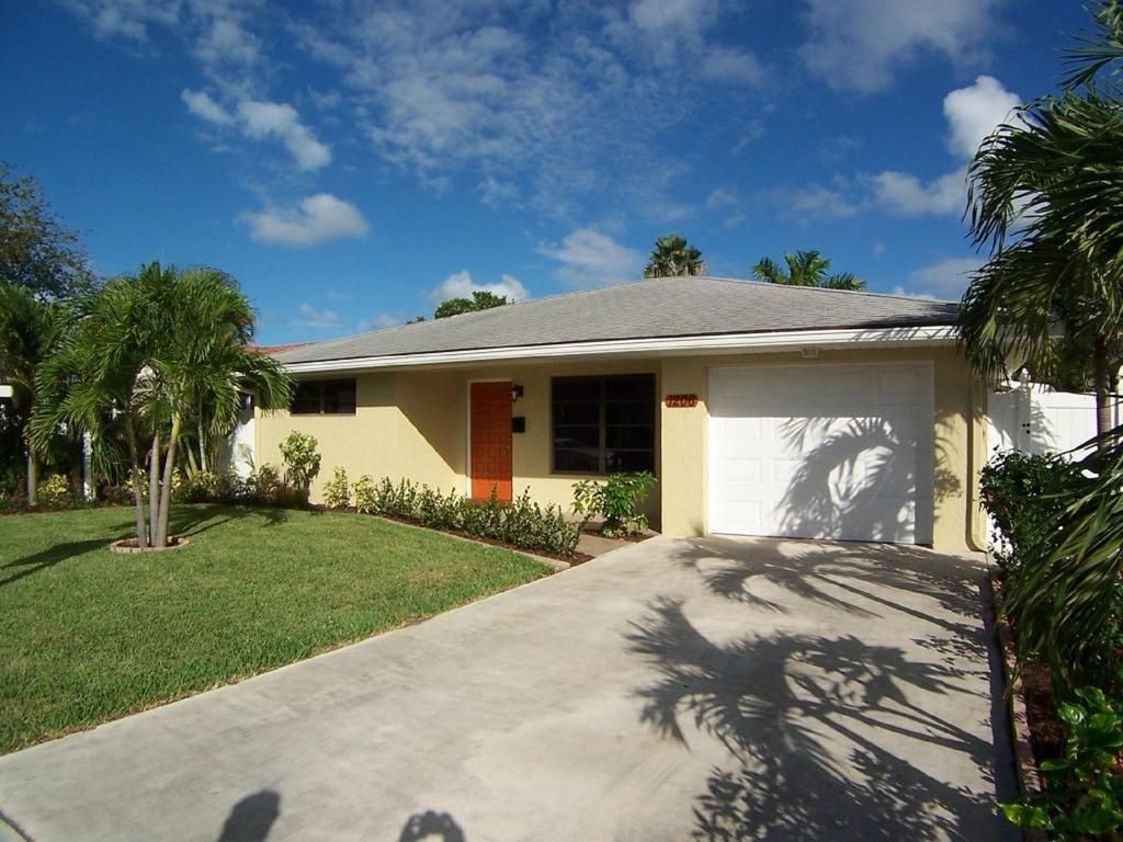 Contemporary 2 2 Home With New Pool And More Lake Worth Florida South Atlantic Coast Florida