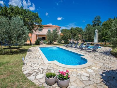 Photo for Modern holiday home with private swimming pool, 3 km from the beach Duga Uvala