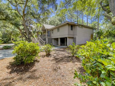 Photo for Sea Pines, 3rd Row Ocean, Easy walk to the beach, Private Pool / 2 Master Suites
