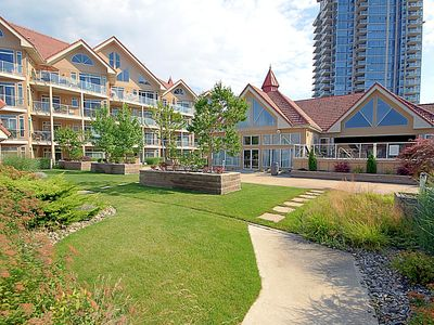 Photo for Large Downtown Kelowna Townhouse Discovery Bay Resort 217