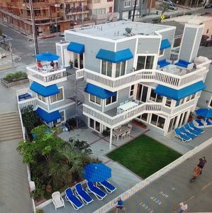 Beachhouse Used On Tv Show 90210 Only Home With Sand On 2 Sides Hermosa Beach