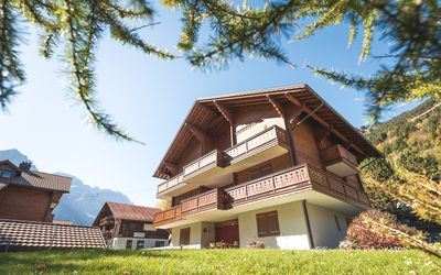 Photo for Central everything within walking distance, ski, restaurants, swimming pool, ice rink
