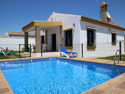 Photo for 3 bedroom chalet for 6 persons near Fuente del Gallo/Conil, with private pool and garden, with aircon and Wifi, near to the beaches