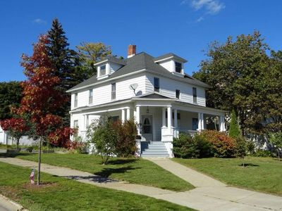 4 bedroom home in Munising! Your Pictured Rocks getaway! Bonfires and location!