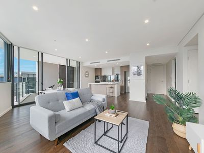 Photo for Elegance & Spacious 2BR Penthouse With 2 Parking