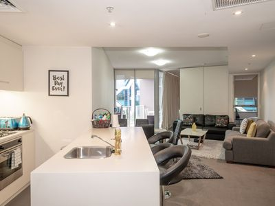 Photo for Executive 2bed/2BDarling Harbour/ICC/King Bed/WIFI