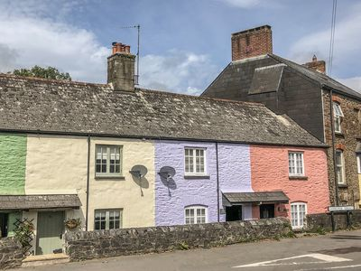 Photo for Lilac Cottage, TOTNES