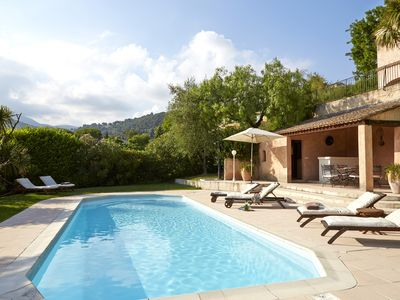 Photo for Luxury Provencal villa with heated pool and gym in St Paul