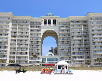 Majestic Sun 902B-Upgraded 2bd deluxe cond w/ gulf views & private parking. Indoor/outdoor pool, fitness, & hot tub!