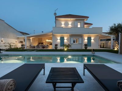 Photo for Villa with pool 200 meters from the sea