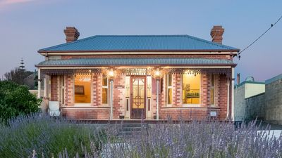 Photo for Cooee Beach Federation Cottage Burnie
