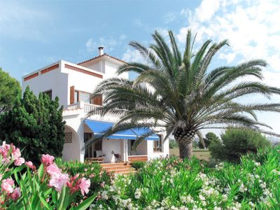 Photo for 3 bedroom Villa, sleeps 7 with FREE WiFi and Walk to Beach & Shops