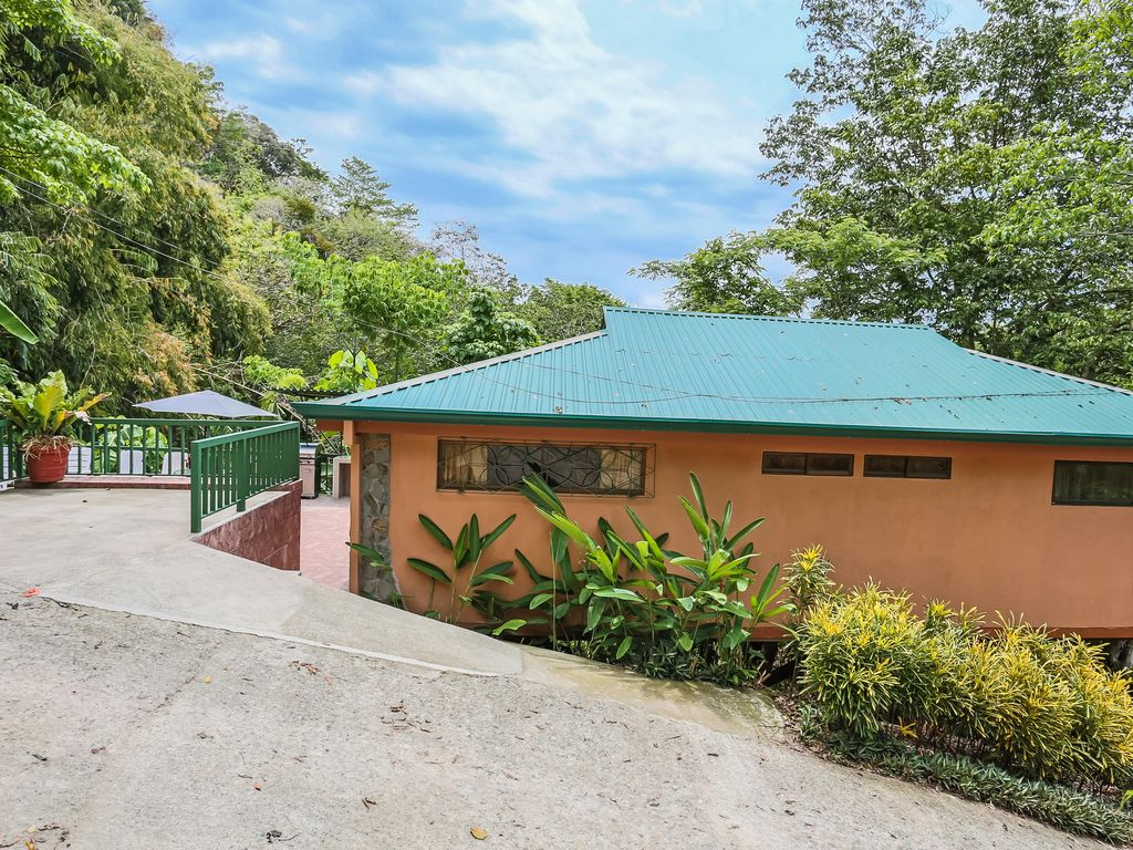 Charming 2BR Casa Macaw with private pool