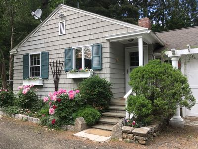 Guest Cottage on Country Estate- Newly renovated
