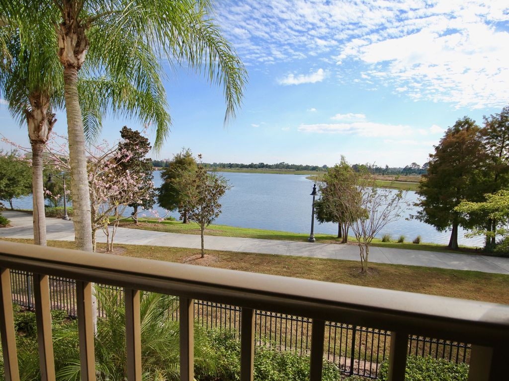Huge vista cay lake view condo new near pool close to for Sand lake private residences for rent
