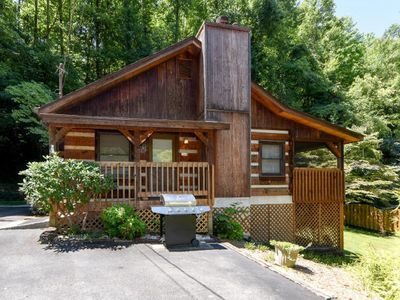 Photo for Cozy Log Home 3 Minutes From Downtown!