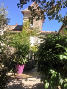 Photo for Charming small farmhouse located between Nimes and Montpellier