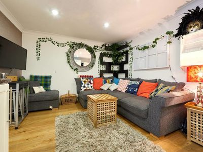 Photo for Cosy 2 bed apt w/patio 5 mins to Marylebone